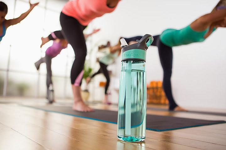 Dela ut vattenflaskor till dina anställda!